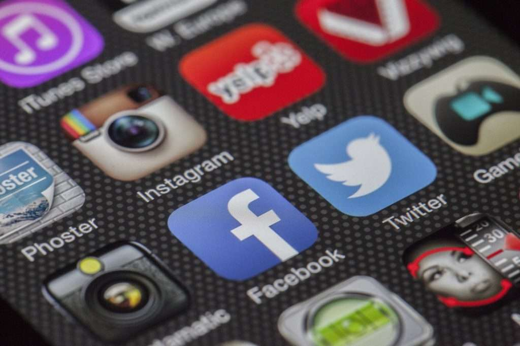 social media retail